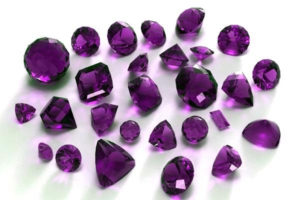 """Октомври е в лилаво, за Вас! Лилавият цвят,който сме избрали в колекцията е цвета на кристалният камък Аметист, символизиращ """"Тихата мъдрост"""".Бъдете мъдри с Vayana! В допълнение минаваме и през сивата гама, която е била винаги чудесна за комбиниране с останалите цветове.Сивото създава основата за запомнящо се излъчване и висококласен стил. Специалното ни предложение е карирана рокля с бижу,подарък от нас в знак на внимание."""