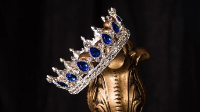Ноември е месеца на кралиците, във Vayana ! Кралското синьо е цветът на небето океанът и съня. Той е цветът на вдъхновението , скромността , доверието , чистотата , спокойствието, комуникацията и консерватизма. Тъмно синьото свързваме с истината и сдържаността . Хубаво е да се обличаме в син цвят, защото с него общуването  става по – лесно , помага ни да сме стабилни и спокойни. Облечени във Vayanа, ще Ви асоциират с властта , кралското управление и висшата аристокрация.