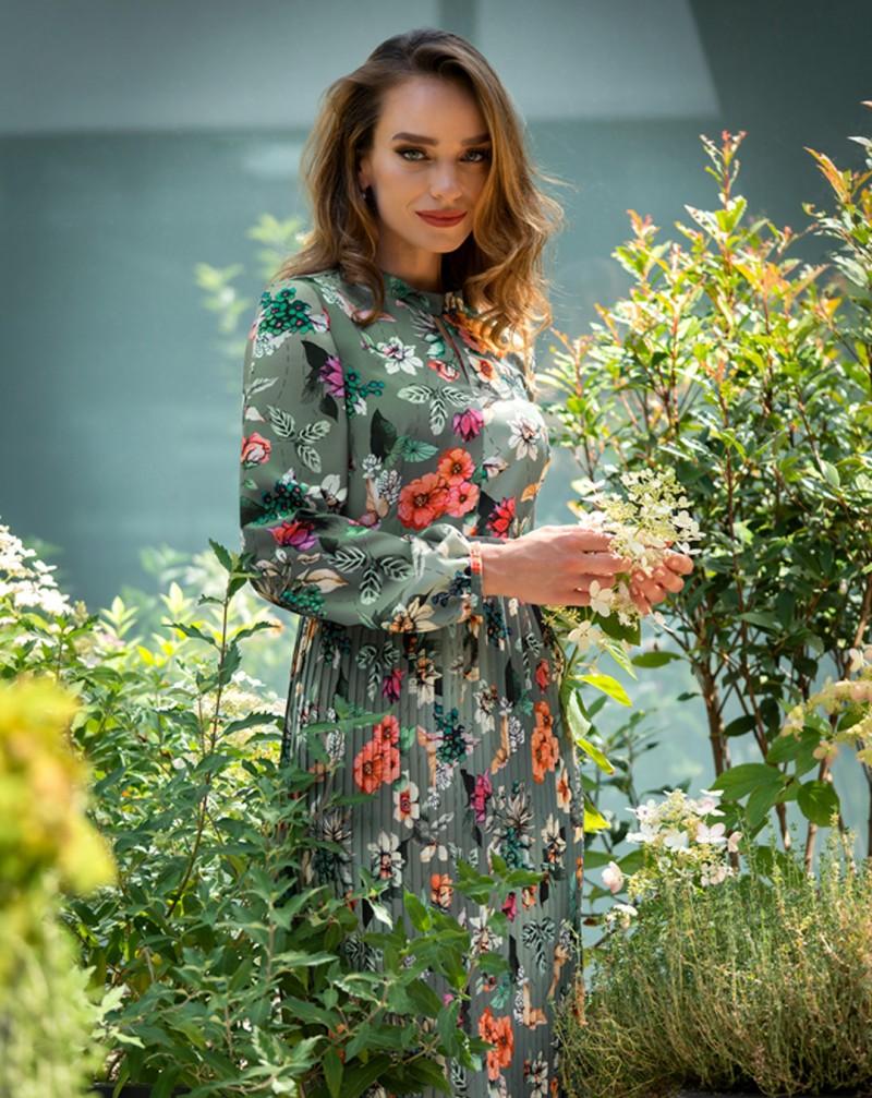 Лятото неусетно отминава и идва време да презаредим гардероба си с нови модни изкушения за есенно-зимния сезон. За лице на нова ни есенно-зимна колекция се доверихме на очарователната Ирена Милянкова, която с женствено присъствие представи всеки един модел!